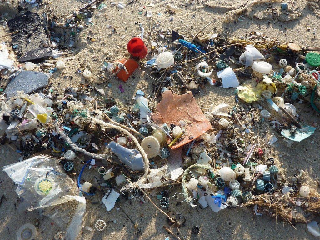 分解されないプラスチック